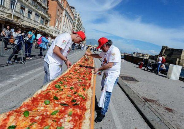 أطول بيتزا في العالم.