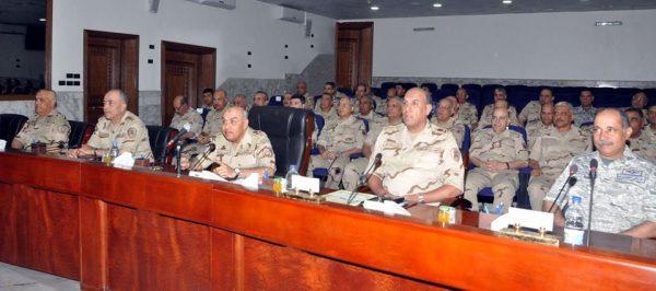 وزير الدفاع وقادة الجيش