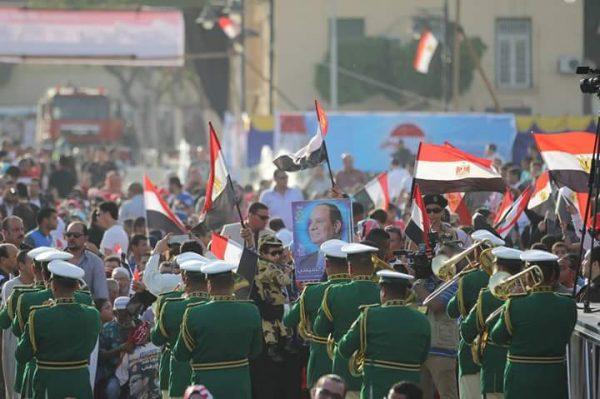 الشعب يحتفل بانتصار مصر والرئيس