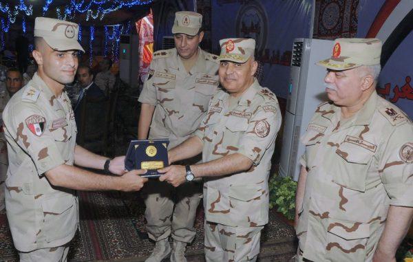 وزير الدفاع تكريم