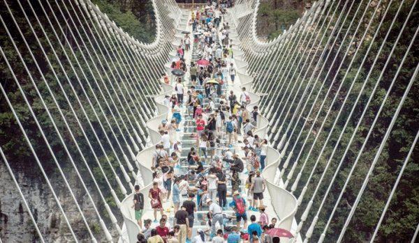 أطول جسر زجاجي في العالم 1